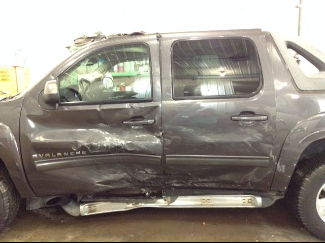 2010 Chevrolet Avalanche LT Z71 4x4 5.3 V8 LT 4WD Philips Repairables